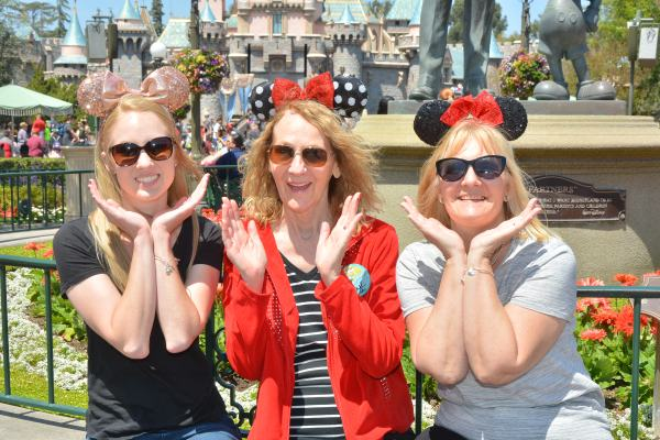 PhotoPass_Visiting_Disneyland_Park_8224594981.JPG
