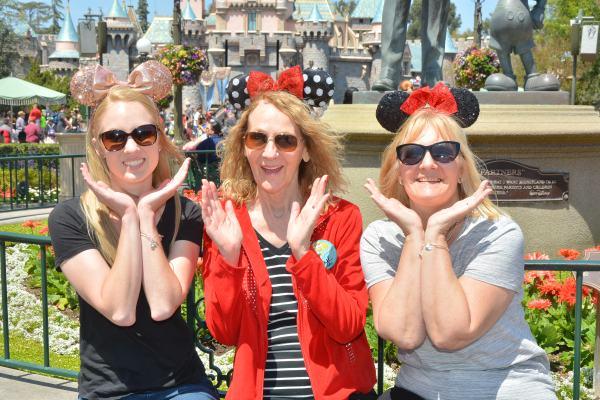 PhotoPass_Visiting_Disneyland_Park_8224594981.JPG